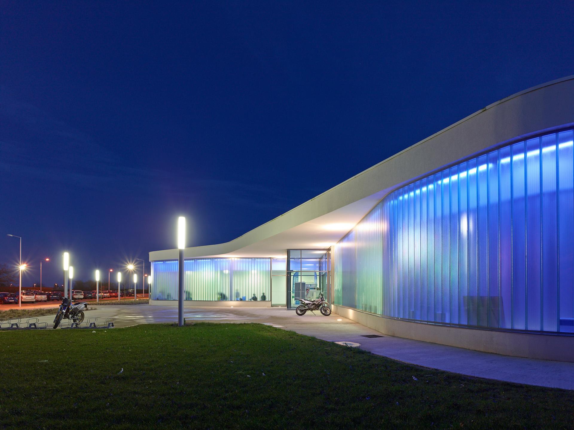 Piscine l'Aquaretz à Sainte-Pazanne BVL Architectes (R) S.Chalmeau - Cap Urbain, agence de programmation urbaine et architecturale à Nantes